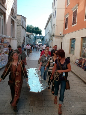 Adriatic-Table-08-carrying-table-to-St-Donat